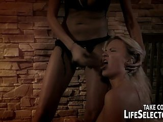 Sex hungry domina ties up girls